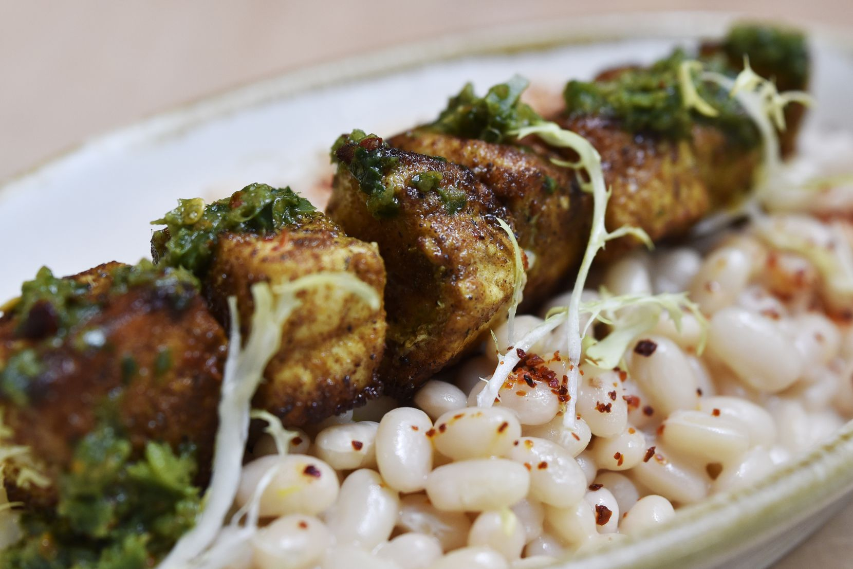 Swordfish kebab with white beans