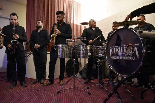 Lobillos Musical de Durango acompaña a la familia de su compañero Raúl Ortega, quien falleció el lunes. BEN TORRES/AL DÍA