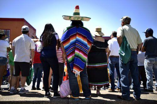 El Cinco de Mayo se festejó con su tradicional desfile y fiesta en Oak Cliff.
