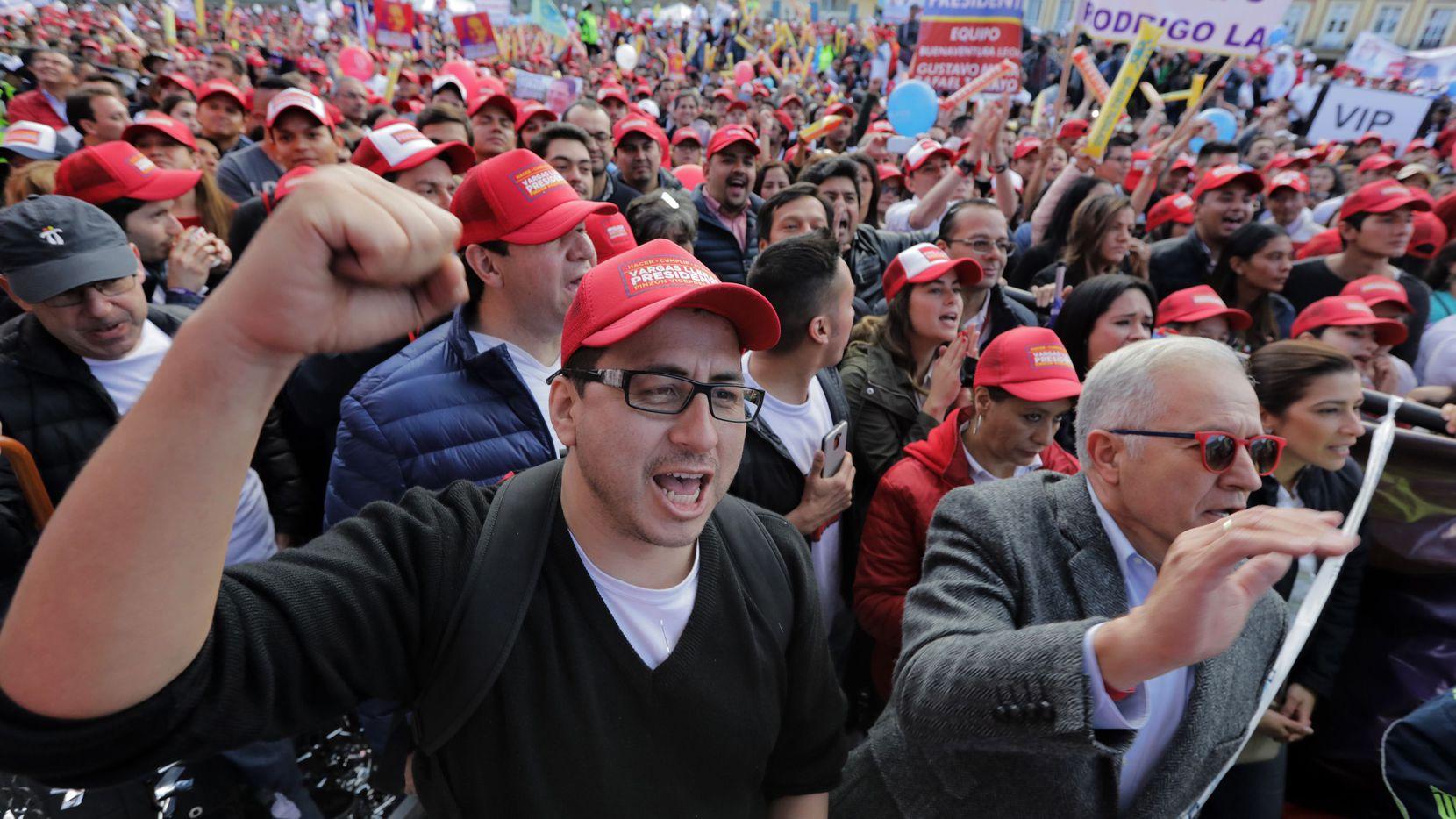 SImpatizantes del candidato presidencia German Vargas durante el cierre de campaña en Colombia que el domingo va a las urnas. AFP-GETTY IMAGES