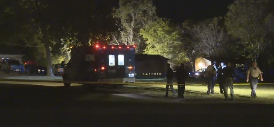 Autoridades del este de Texas en el lugar dónde encontraron los restos de Kayla Gómez. (FOTO DE PANTALLA/KHOU)