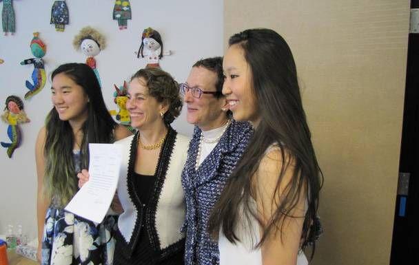 Sarah Goodfriend y Suzanne Bryant with con sus dos hijas.(Cortesía Partido Demócrata de Texas)
