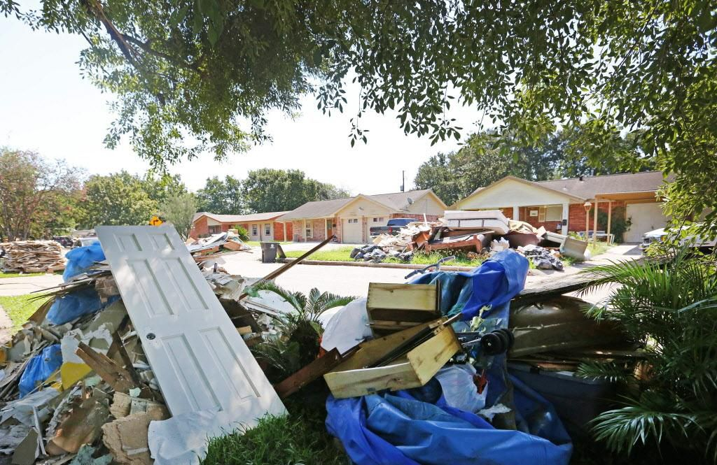 La destrucción en las calles del sur de Houston es evidente. Aunque reciben ayuda de FEMA, los indocumentados no cuentan con todo el respaldo que podrían tener del gobierno para reconstruir sus hogares. LOUIS DeLUCA/DMN