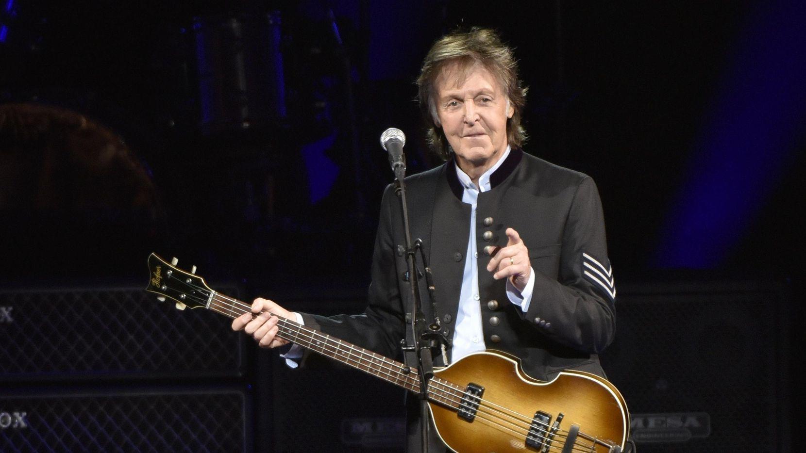 Imagen de 2017 de Paul McCartney en un concierto de su gira One on One Tour en el Hollywood Casino Amphitheatre de Tinley Park, Illinois. (Rob Grabowski/Invision/AP/Rob Grabowski)