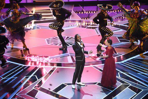 Miguel y Natalia Lafourcade cantan Remember Me en la entrega de los Oscar. Foto AP