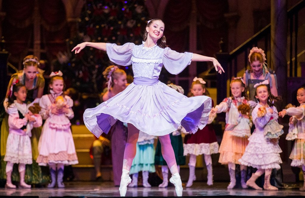 """Charis Alimanova dances on pointe in Texas Ballet Theater's 2017 production of """"The Nutcracker."""""""