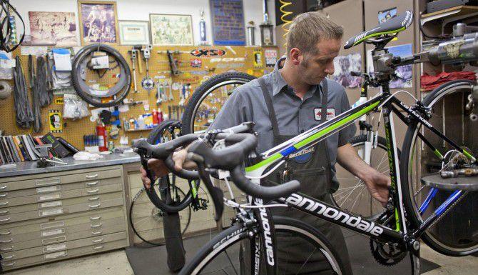 Varias tiendas del Norte de Texas reportan el robo de bicicletas de alto costo, las cuales los ladrones han tratado de vender en línea. (AP/ARCHIVO)