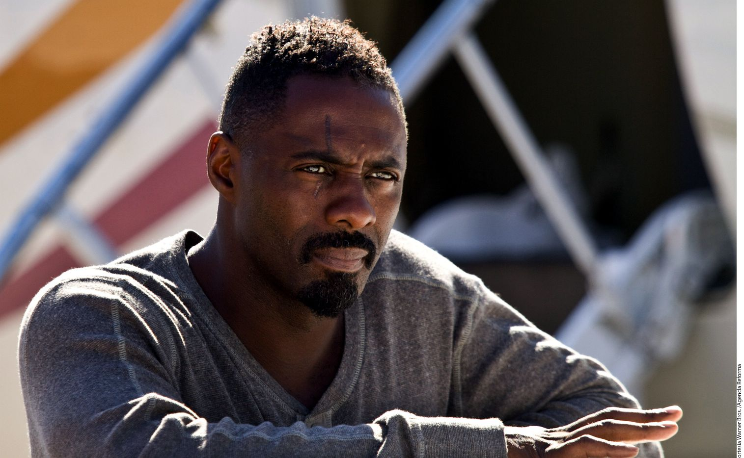 En entrevista con el diario The Sun, Hamlin, una abogada estadounidense actualmente de 44 años, afirma que el actor Idris Elba, famoso por series como The Wire y Luther, la dejó pese a estar enamorado por consejo de otras personas.