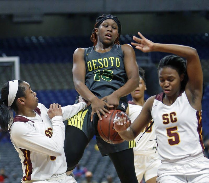 Desoto's Michayla Gatewood tries to drive between Humble's Adaora Nwokeji,L,and Humble's Victoria Crawford. UIL girls basketball Class 6A state semifinal between DeSoto and Humble Summer Creek. on Friday March 1, 2019 at the Alamodome in San Antonio, Texas. (Ron Cortes/ Special Contributor) ORG XMIT: 10043971A