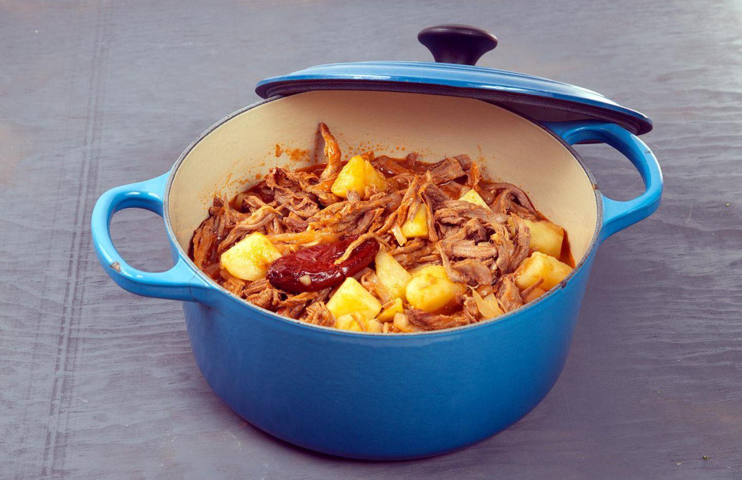 La tinga de res tiene como base el sabor de chiles de chipotle.(AGENCIA REFORMA)