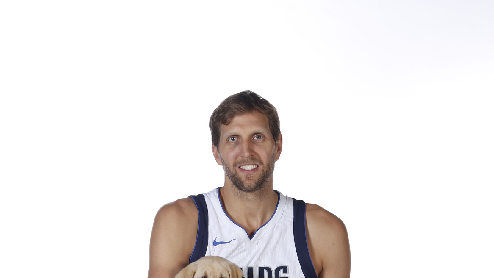 huge selection of 832e4 0e1ca Oh-so-cute: Watch Dirk Nowitzki hang out with Swish, his ...