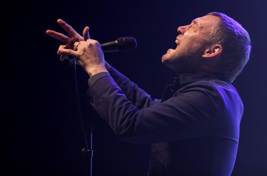 David Gray performs at Verizon Theatre on Jul. 3, 2015.