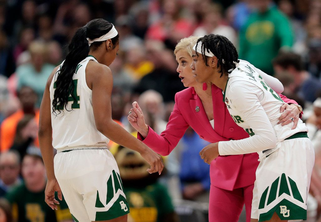Baylor coach Kim Mulkey, center, talks with players Chloe Jackson, left, and Juicy Landrum during the final moments of a women's Final Four NCAA tournament college basketball semifinal against Oregon on Friday, April 5, 2019, in Tampa, Fla. (AP Photo/John Raoux)