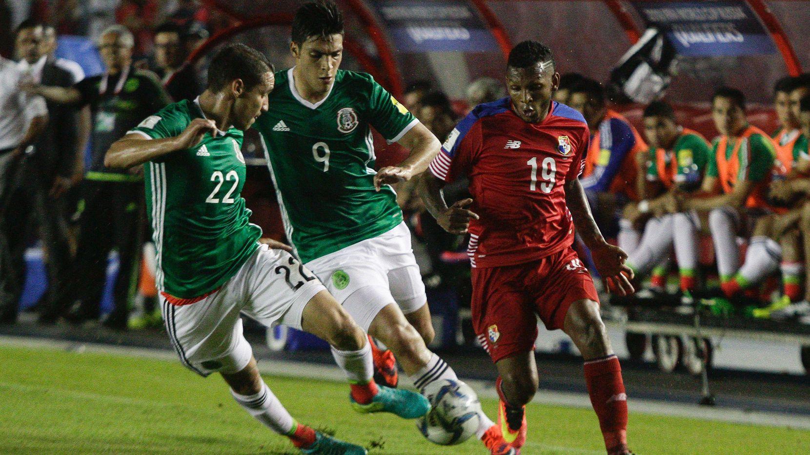 Jesús Dueñas (izq.) y la selección mexicana reciben a Panamá en el Hexagonal Final de Concacaf. (AFP/Getty Images/AFP)