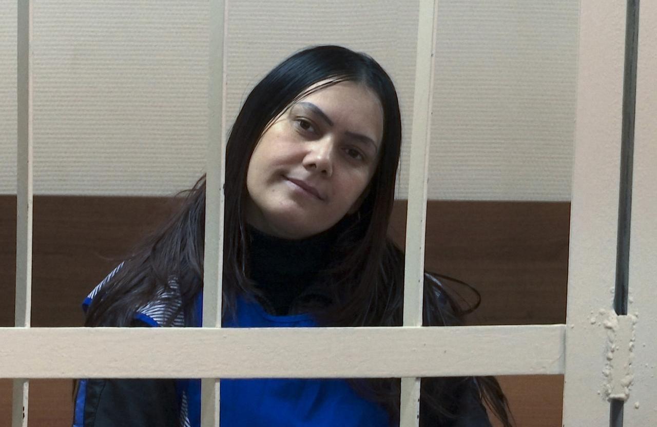 Gulchekhra Bobokulova está acusada de matar a una niña de 4 años y llevar su cabeza en las afueras del metro de Moscú. (AP/VLADIMIR KONDRASHOV)