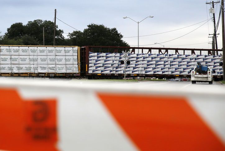 Un tren de carga se descarriló en Old East Dallas. VERNON BRYANT/DMN