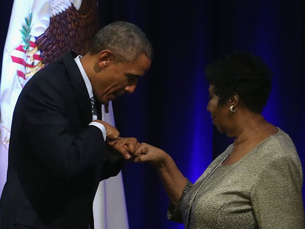 Aretha Franklin junto a Barack Obama. (Photo by Mark Wilson/Getty Images)
