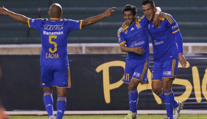 Damián Álvarez (11) celebra su gol con Tigres ante Universitario de Sucre el martes en Bolivia. (AP/JUAN KARITA)