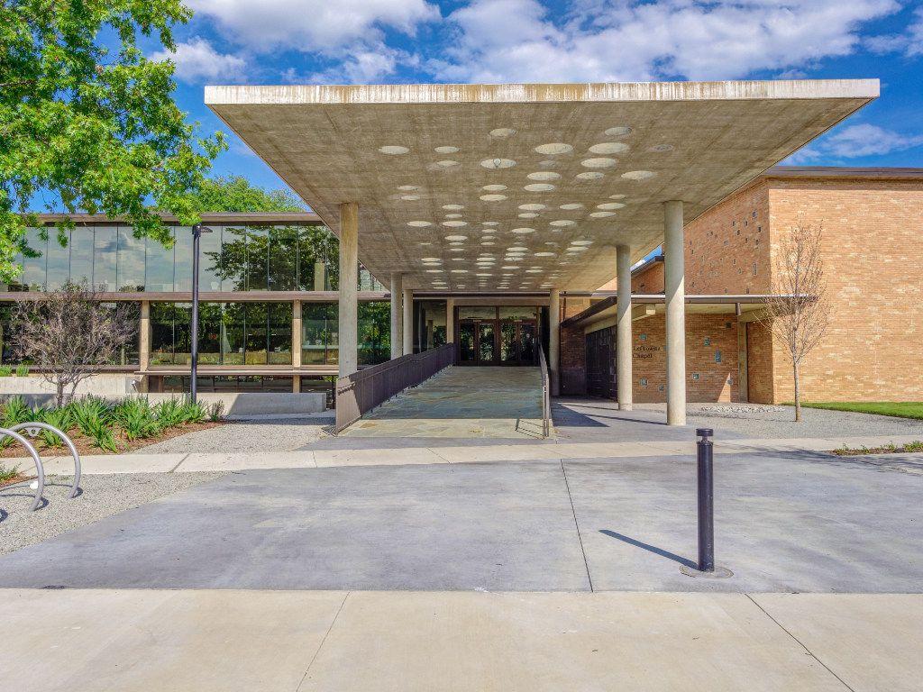 Entry canopy, Temple Emanu-El, Dallas. Gary Cunningham, architect. Photo by James F. Wilson, courtesy Cunningham Architects