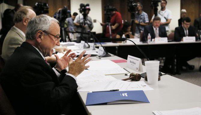 :La Comisión de Autonomía del DISD programó un voto para el 20 de enero para decidir si crearán una nueva carta constitutiva para las escuelas públicas de Dallas. (DMN/KYE R. LEE)