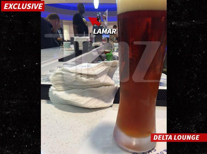 Imagen de TMZ de Lamar Odom en el aeropuerto de Los Ángeles. Crédito TMZ