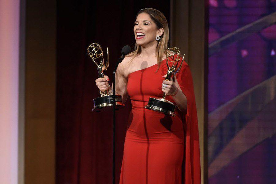 """Gaby Natale luego de ganar su Emmy por """"SuperLatina"""". GETTY IMAGES"""
