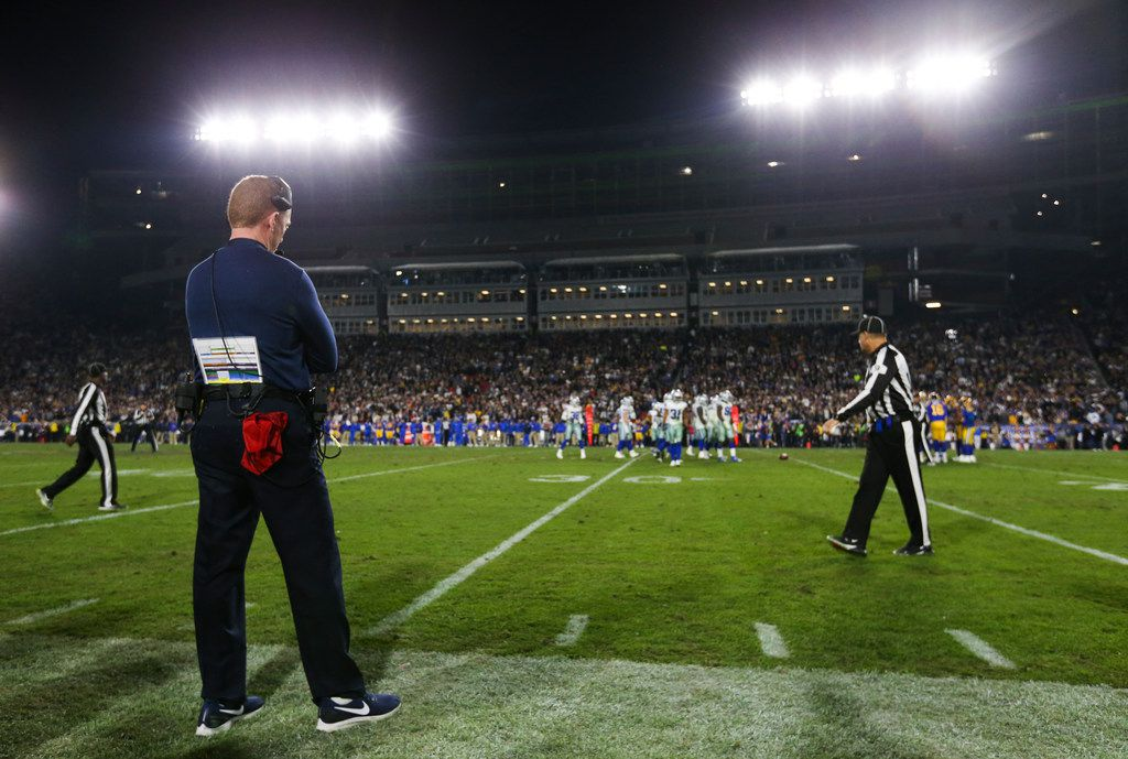 Dallas Cowboys head coach Jason Garrett paces the sidelines during the final moments of a NFC divisional playoff game between the Dallas Cowboys and the Los Angeles Rams on Saturday, Jan. 12, 2019 at Los Angeles Memorial Coliseum in Los Angeles. (Ryan Michalesko/The Dallas Morning News)
