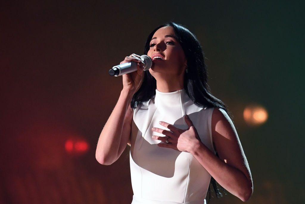 Kacey Musgraves realizó un homenaje a Selena Quintanilla el martes en Houston. (Foto ROBYN BECK/AFP/Getty Images)