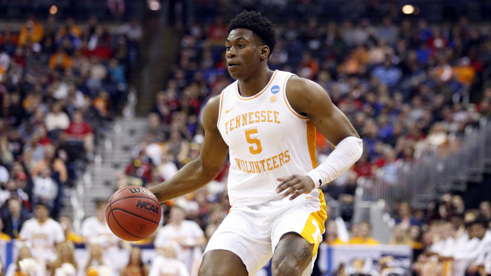 Tennessee's Admiral Schofield drives against Colgate in the first half during a first round men's college basketball game in the NCAA Tournament in Columbus, Ohio, Friday, March 22, 2019. (AP Photo/Paul Vernon)