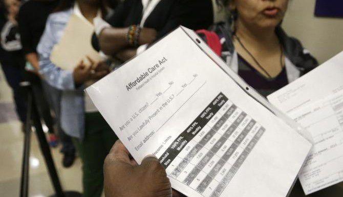 Hospitales buscan motivar a más pacientes a obtener un seguro médico a través del mercado de salud federal.(ARCHIVO/AP)