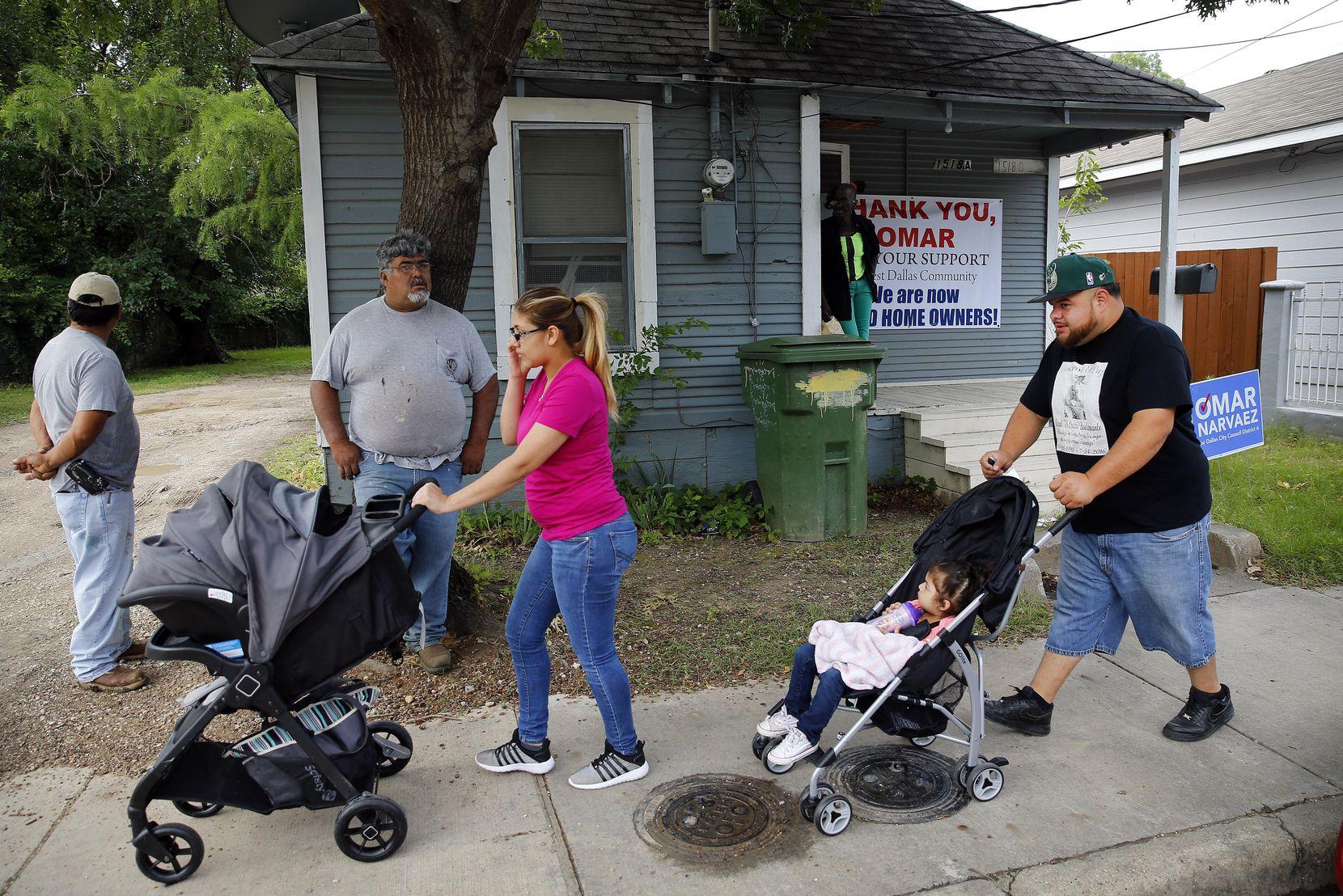 El mes pasado Khraish Khraish anunció que vendería algunas de sus casas a sus arrendatarios. Un fondo de subsidios podría ayudarlos a pagar renta o comprar vivienda. TOM FOX/DMN