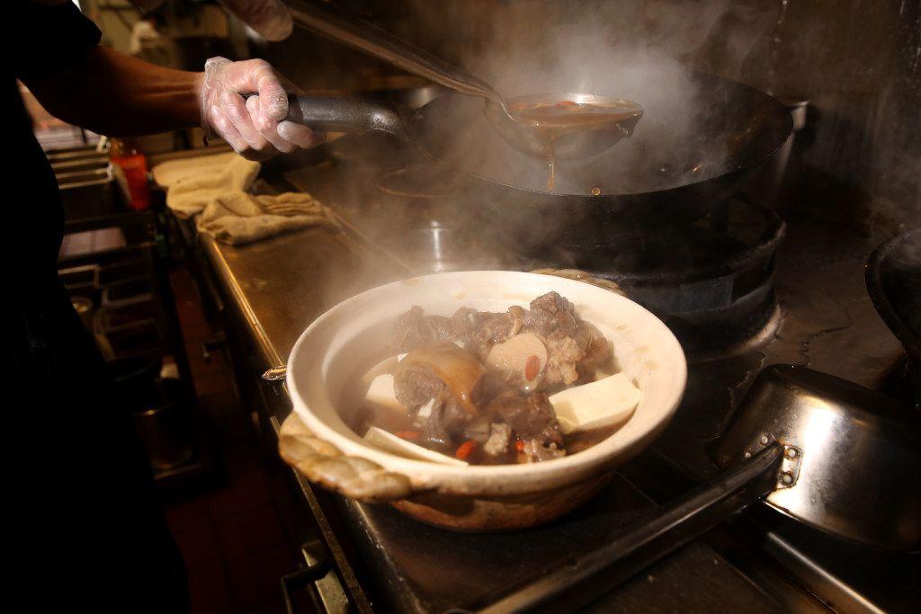 "Chef Hsiu Fu ""Allen"" Hsu prepares Taiwanese lamb hotpot at Yama. (Rose Baca/Staff Photographer)"