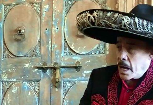 """""""Disfruten de este video completo… una canción a dueto con mi jefe @pedrorivera"""", posteó Lupillo Rivera junto al material visual en el que aparece su padre Pedro Rivera."""