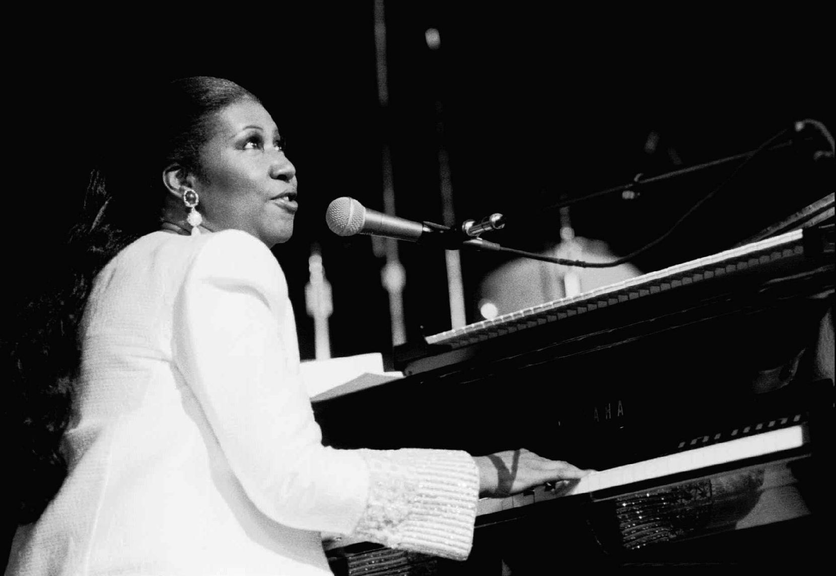 In July of 1992, Aretha Franklin sang the national anthem at a tribute for Jesse Jackson at the Apollo Theater in Harlem Sunday afternoon, at the start of the week of the 1992 Democratic National Convention in New York City, in which Arkansas Gov. Bill Clinton would accept the party's nomination.
