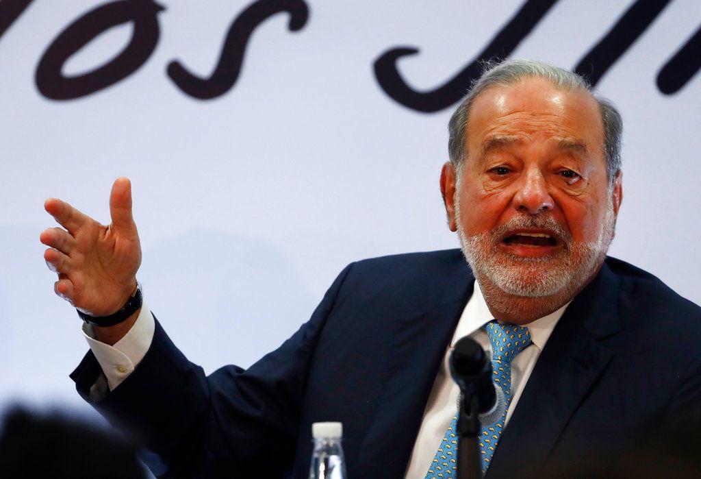 El multimillonario mexicano Carlos Slim ofrece una conferencia de prensa en la Ciudad de México, el lunes 16 de abril de 2018. (AP Foto/Eduardo Verdugo)