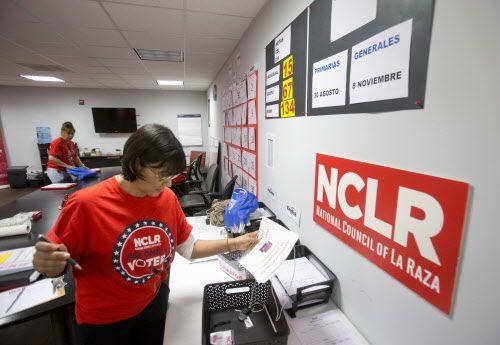 Organizaciones latinas usaron las redes sociales para registrar nuevos votantes durante las elecciones de 2018. Foto: AP