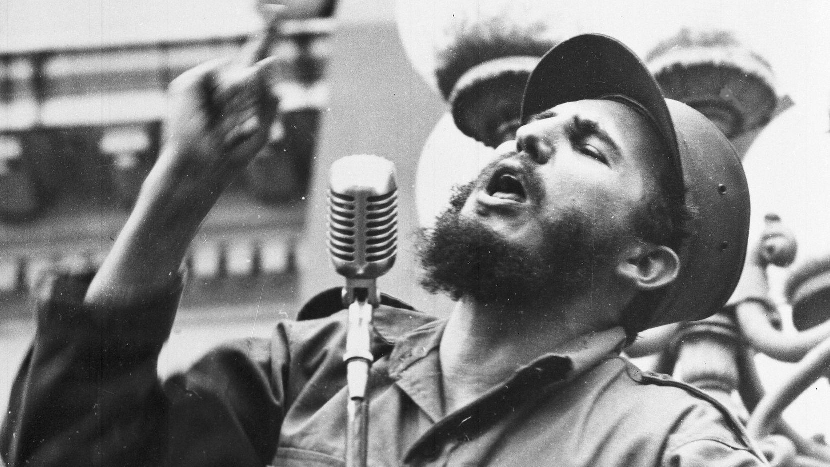 Fidel Castro profesa un discurso en 1959. AP
