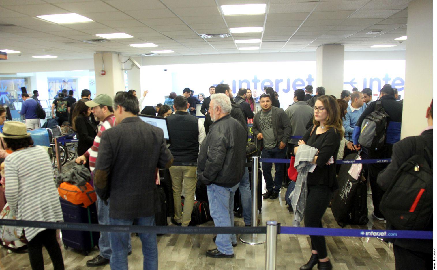 Los familiares de la Selección Mexicana iban a viajar hoy a Rusia por charter desde el aeropuerto de Toluca, pero el avión no llegó./ AGENCIA REFORMA