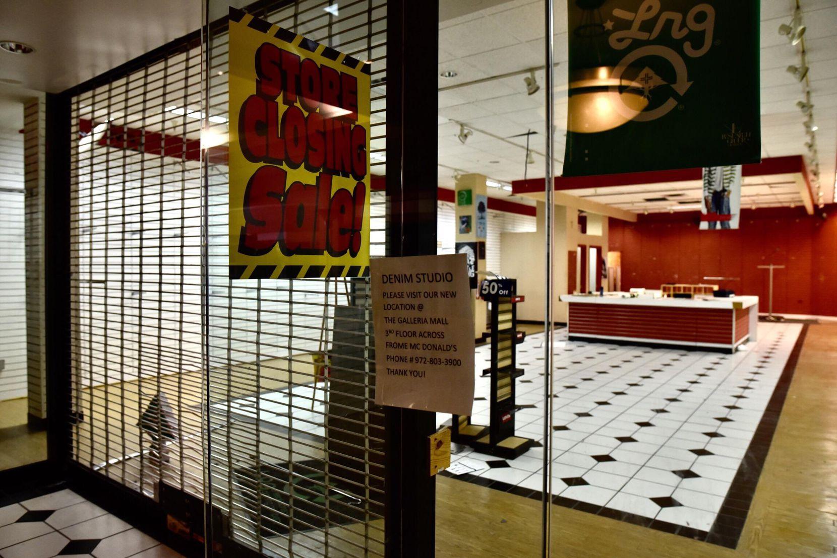 Aún quedan los espacios de los últimos locales que funcionaron en este centro comercial. BEN TORRES/AL DÍA