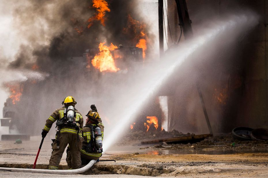 Dallas Fire Rescue responds to the scene of a fire on Friday, March 10, 2017, in Dallas. Firefighters battled a towering fire that flared when a gas line ruptured Friday. No one was seriously hurt in the incident but police had to shut down several streets and highways in downtown because of the blaze according to The Dallas Morning News. (Smiley N. Pool/The Dallas Morning News via AP)