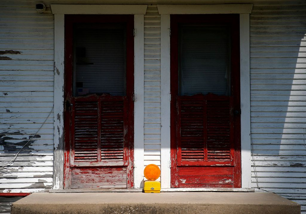 A construction flasher sits on the back porch of a home on McKinnon Street in the Dallas neighborhood once known as Little Mexico.