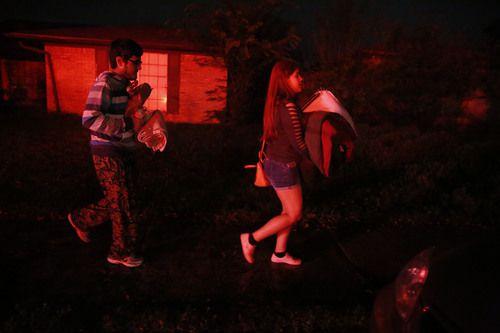 Karime Coronado y su hermano tuvieron que abandonar su hogar la noche del miércoles por nuevas fugas de gas. ROSE BACA/DMN