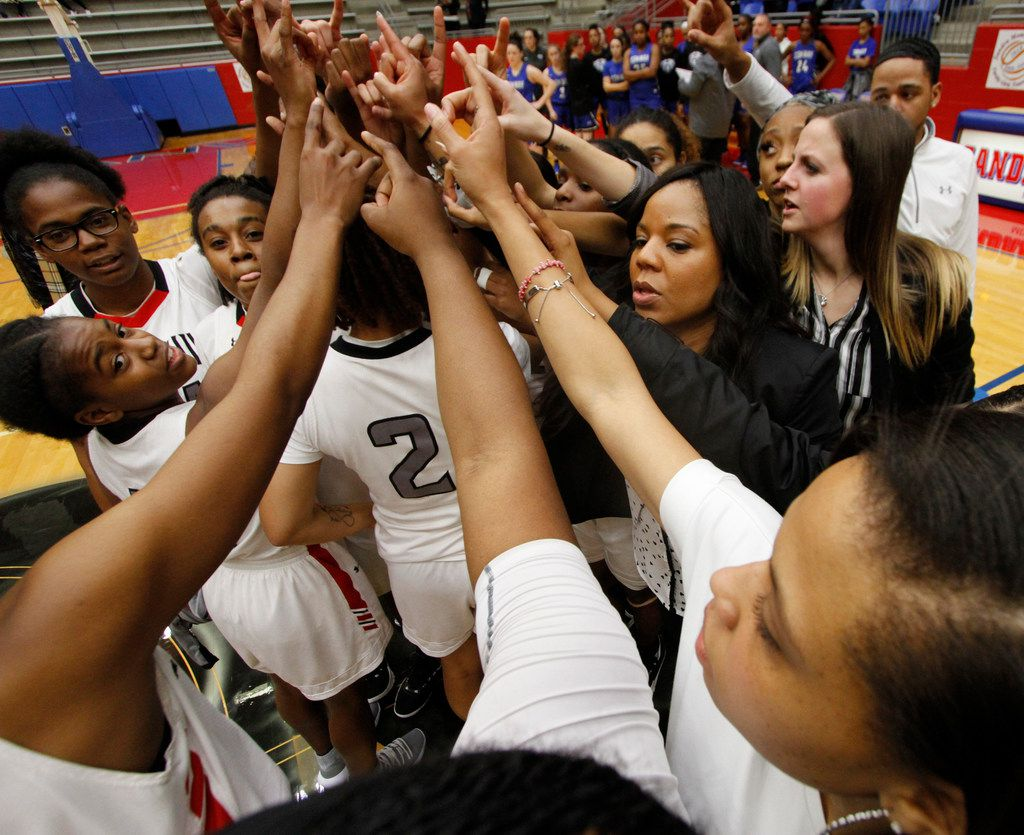Cedar Hill coach Nicole Collins leads her team in flashing their Longhorns sign following their 65-57 victory over Conway (Ark.) in the championship game of the Sandra Meadows Classic on December 29, 2018. (Steve Hamm/ Special Contributor)