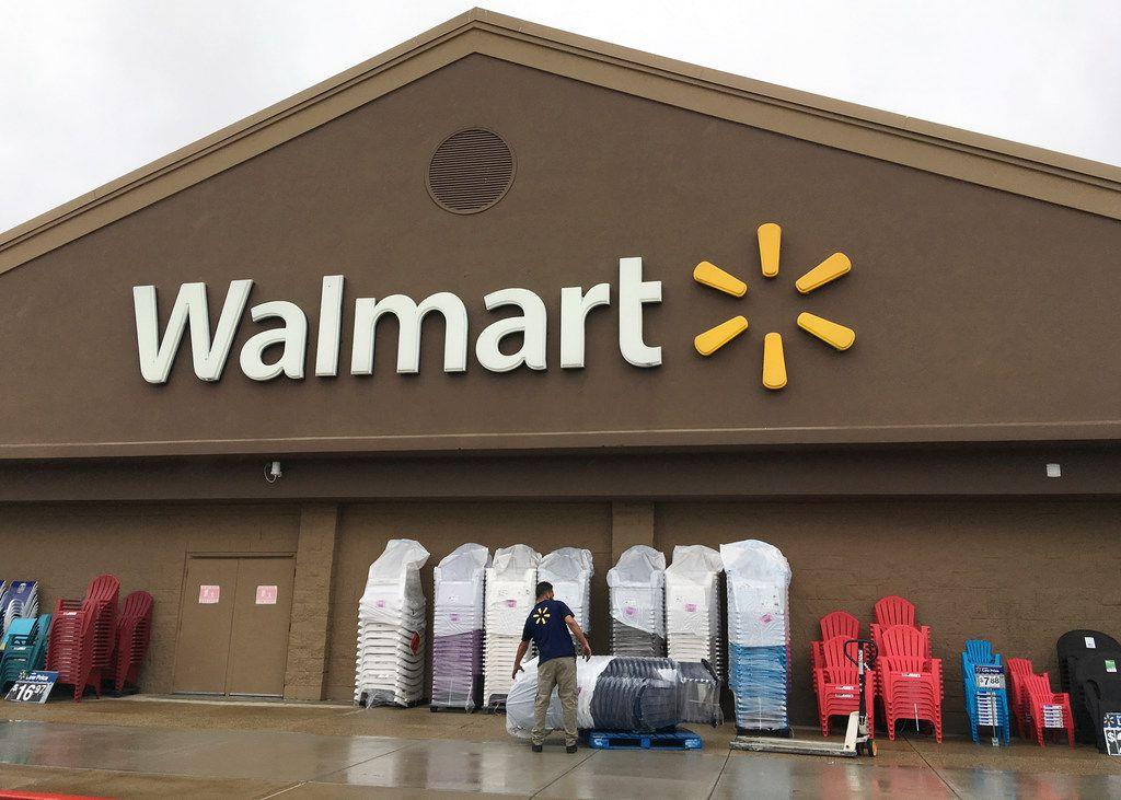 Walmart, Texas' largest private employer, raising starting