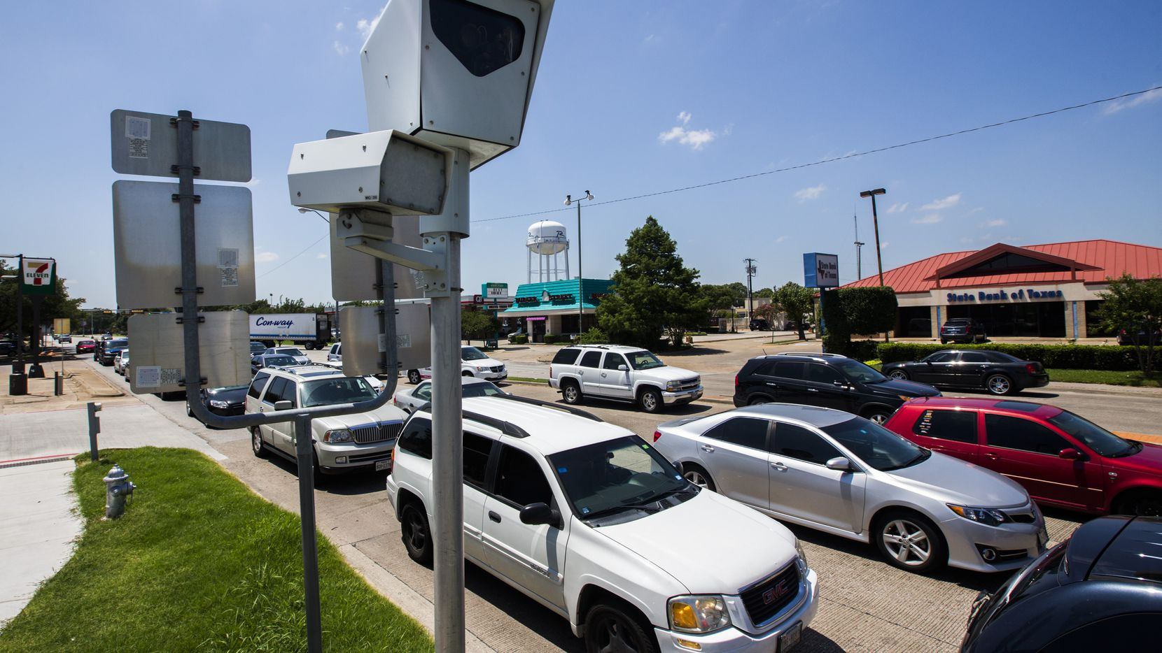 A red-light camera at Belt Line Road and southbound U.S. Highway 75 in Richardson stands ready to ruin someone's day. (Ashley Landis/Staff Photographer)
