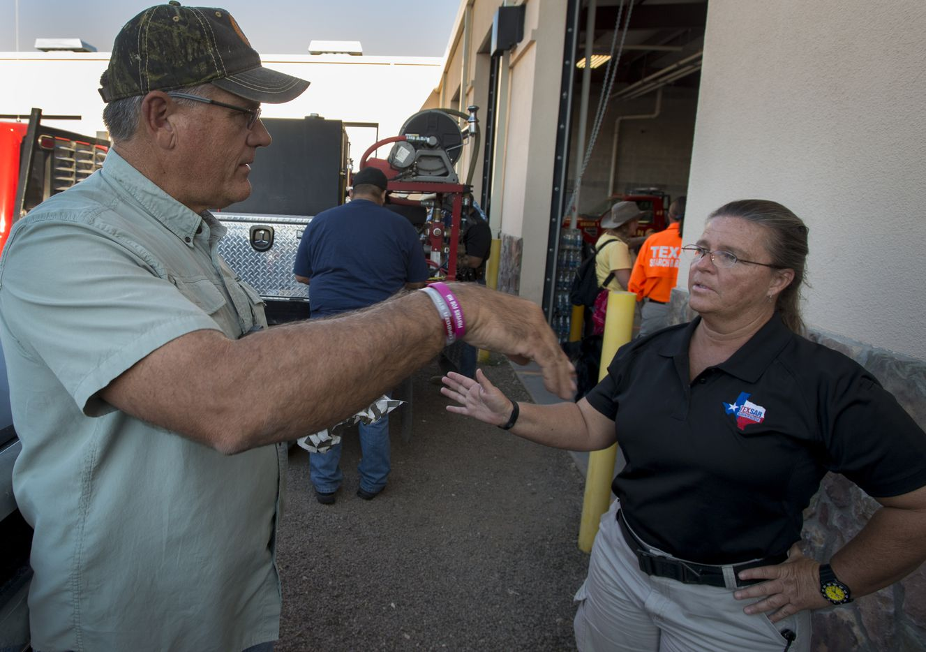 Brewster County Sheriff Ronny Dodson talks with Dawn Keller, West Texas Division Leader for Texas Search and Rescue about the ground her team covered Saturday, Oct. 22, 2016 in their search for Zuzu Verk.