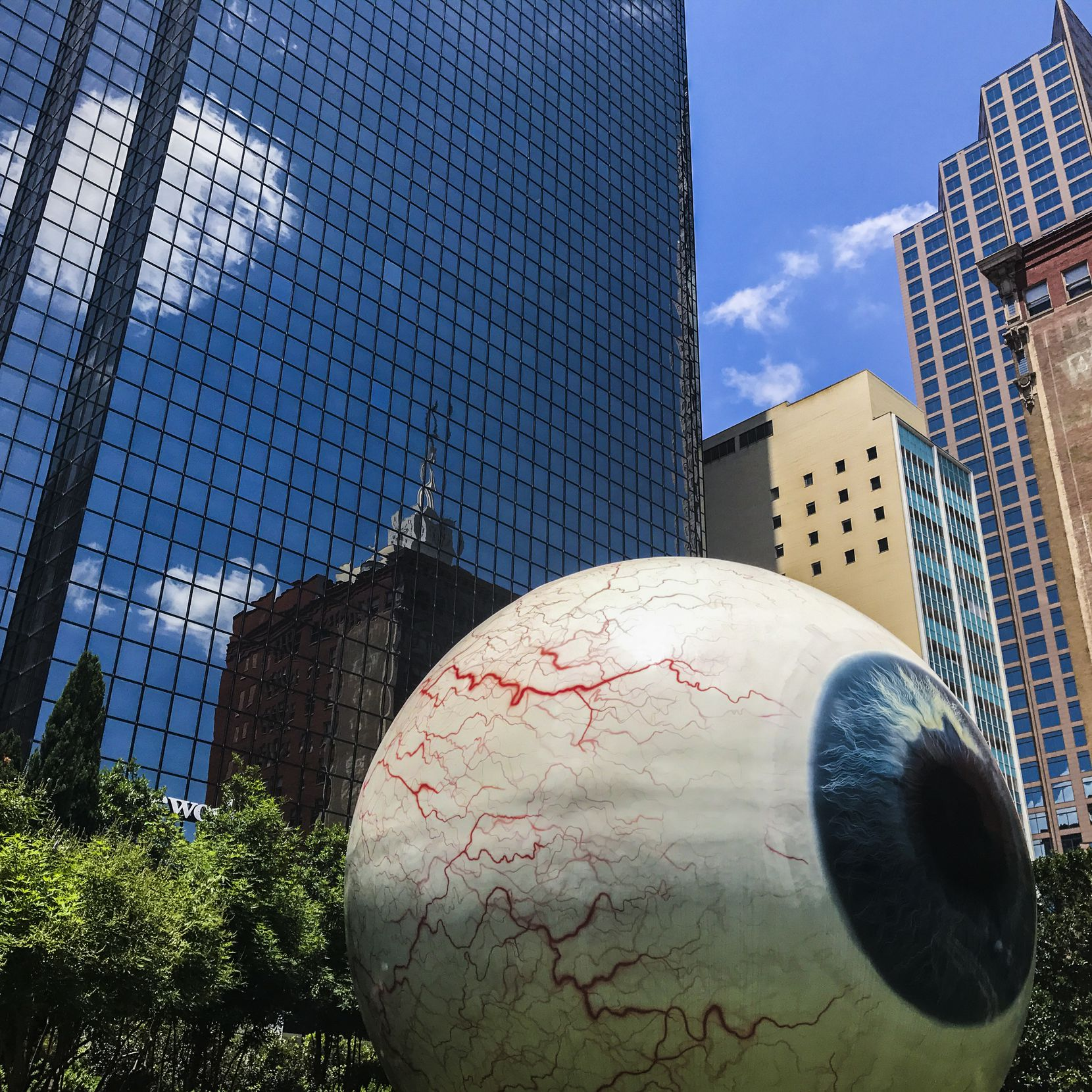"Tony Tasset's ""Eye"" sculpture in downtown Dallas stands 30 feet tall."