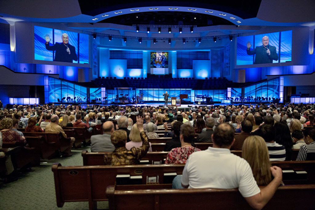 Greg Laurie speaks to congregants at Prestonwood Baptist Church in February 2016.
