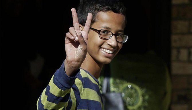 Ahmed Mohamed y sus hermanas ya no regresarán el distrito escolar de Irving. (AP/LM OTERO)