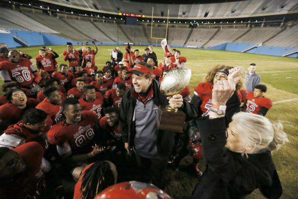 Mesquite Horn coach Mike Overton and his players celebrate a playoff win in 2014.(Brandon Wade/Special Contributor)